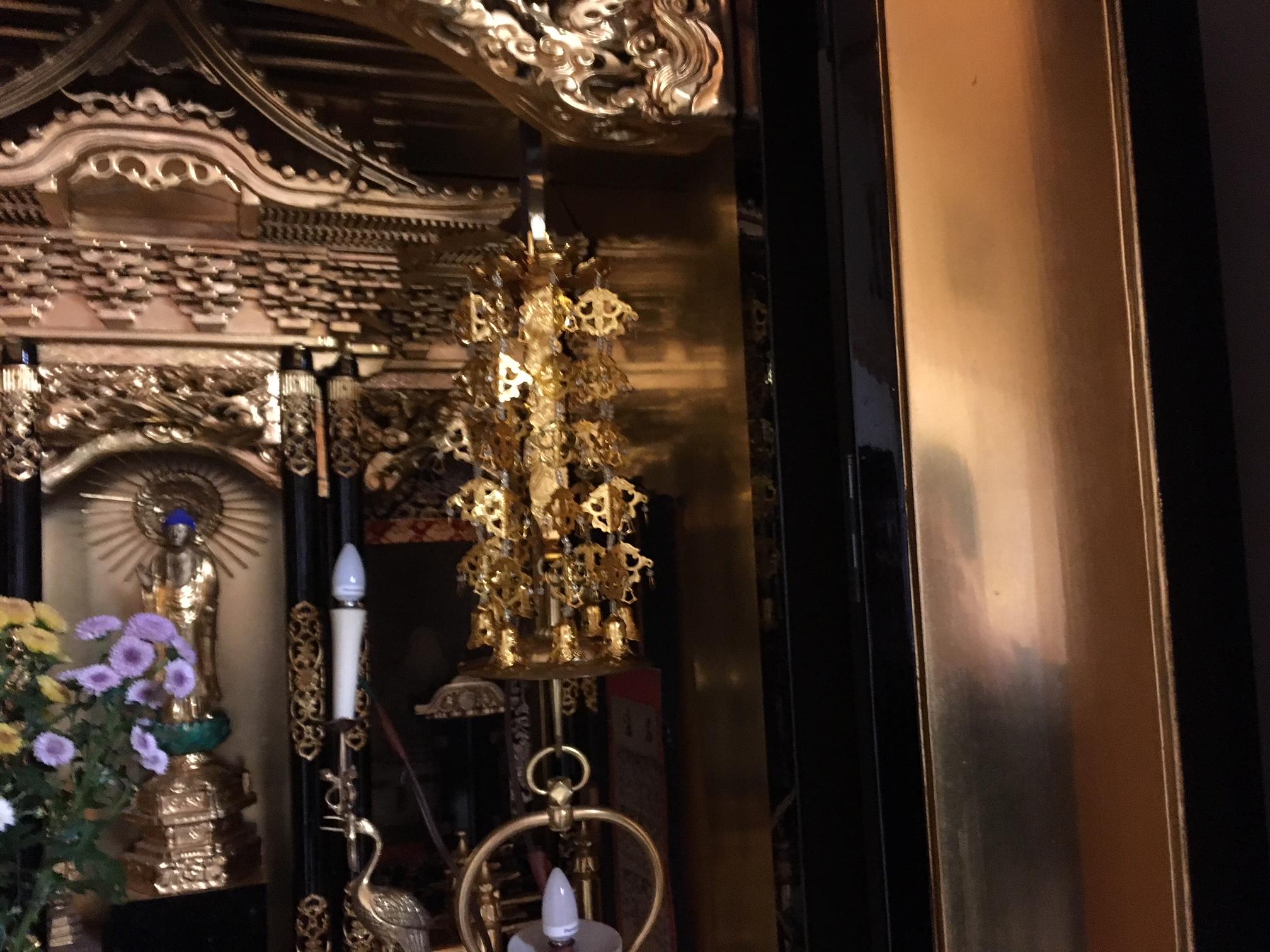 浄土真宗大谷派で使う輪灯瓔珞です。瓔珞一つ一つがキラキラと輝きます。